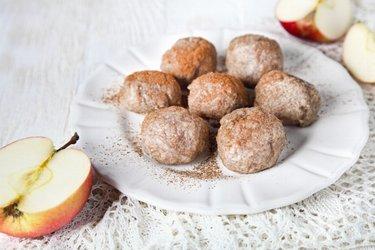 Ленивые вареники из цельнозерновой муки с яблоками