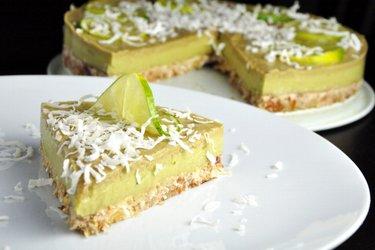 Торт из лайма и авокадо (без глютена)