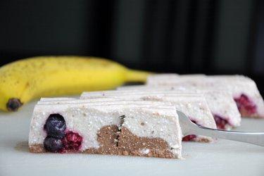 Бананово-творожный десерт, не требующий выпекания (без глютена)