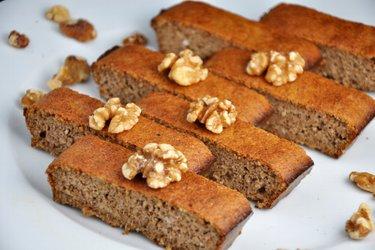 Простой пирог из грецких орехов. Всего 3 ингредиента! (без глютена)