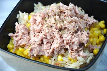 Полезный рис с тунцом и кукурузой