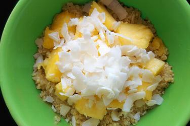 Экзотическая кокосово-ананасная каша из квиноа