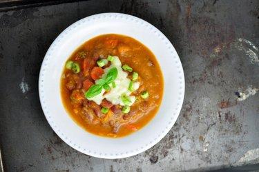 Густой суп из фасоли со сладким картофелем
