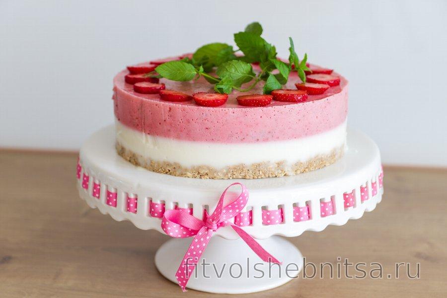 Полезный торт «Совершенство» с йогуртом и клубникой без выпечки