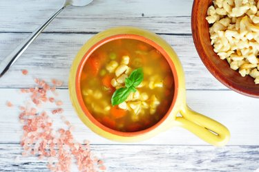 Полезный суп с морковью, горошком и ньокками из нута