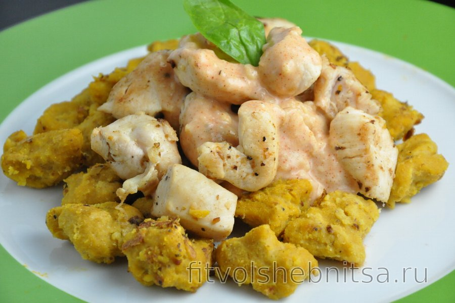 Тыквенные клёцки с курицей и сырным соусом