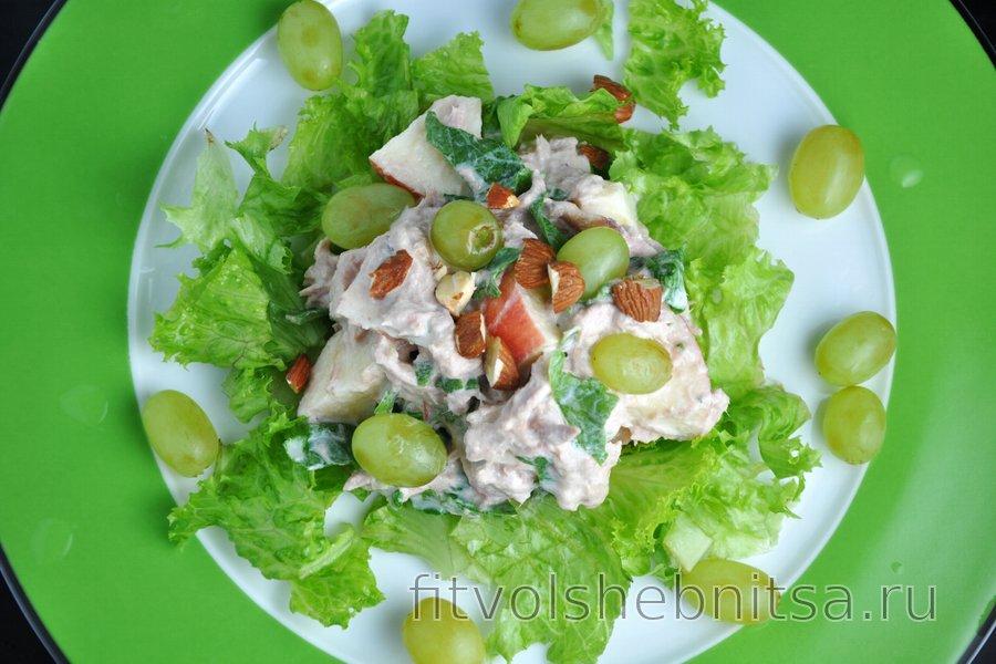 Фруктово-овощной салат с тунцом