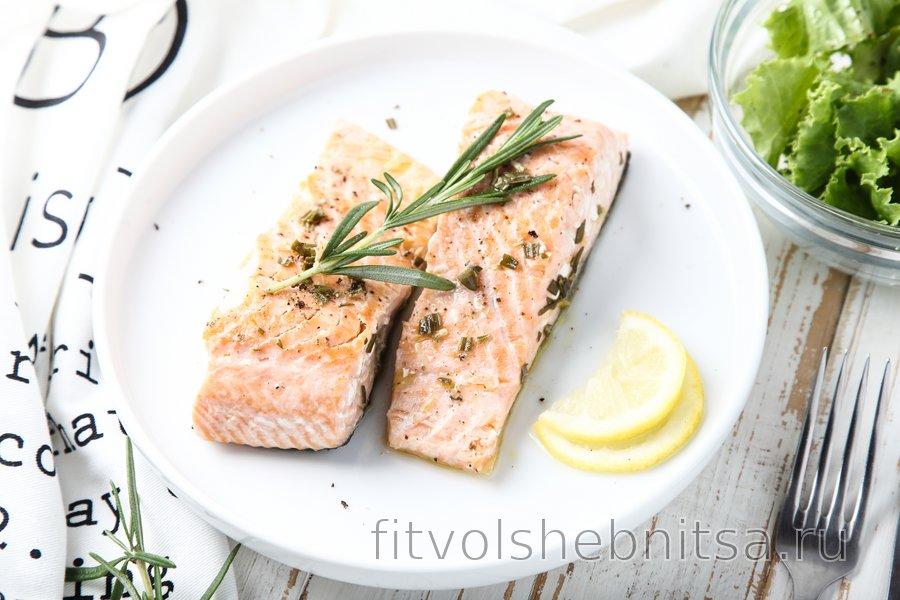 Полезный лосось с лимоном и розмарином