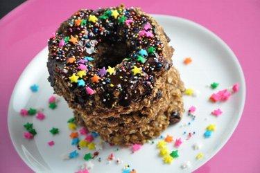 Полезные овсяные пончики в шоколадной глазури